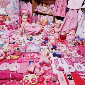 emily-and-her-pink-things_m